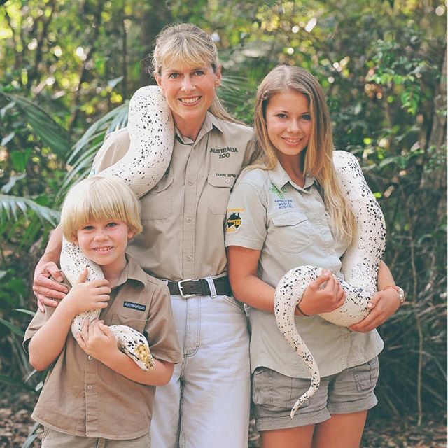 bindi-irwin-moments-boa