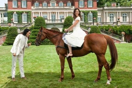 Russell Brand and Jennifer Garner in Arthur