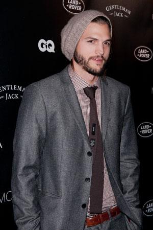 Ashton Kutcher criticied for Joe Paterno tweet