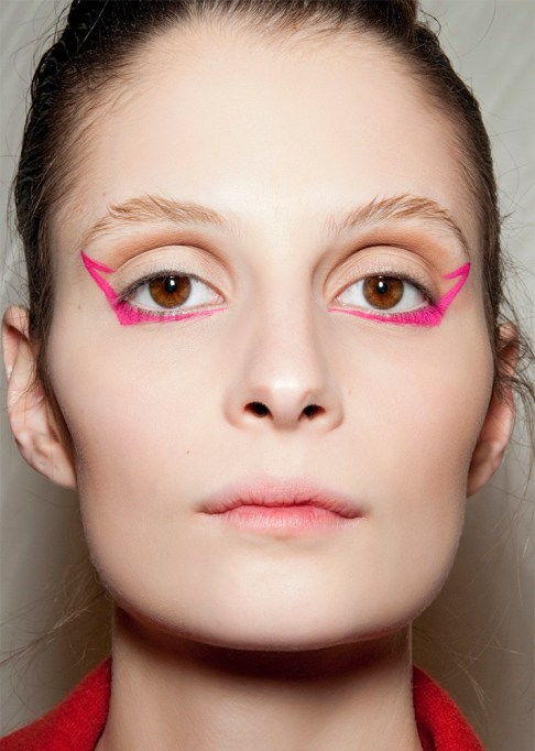 30 Summer Makeup Ideas: Geometric Winged Liner
