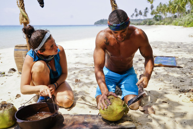 Aubry Bracco and Peter Baggenstos at Brains camp on Survivor: Kaoh Rong