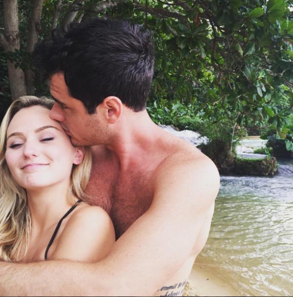 Lauren Bushnell and Ben Higgins kissing