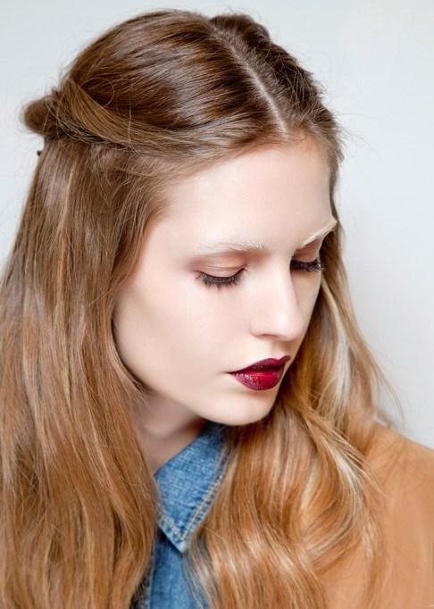 Low-Maintenance Summer Beauty Inspiration Ideas: Light Brown Hair Maroon Lip | Summer Beauty 2017