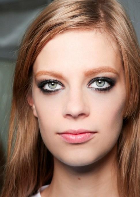 Low-Maintenance Summer Beauty Inspiration Ideas: Red Hair Black Eyeliner | Summer Beauty 2017
