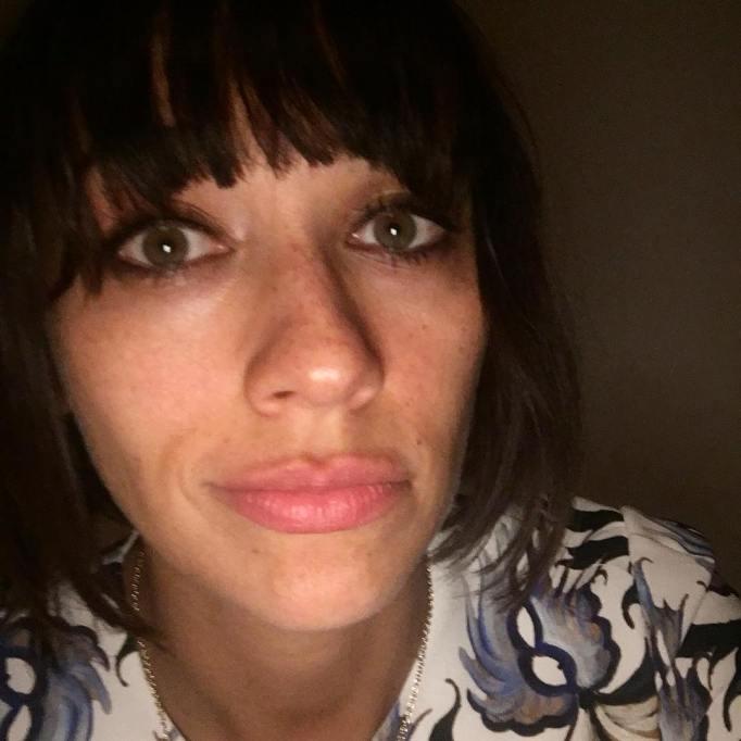 Celebrities Who You Didn't Know Had Freckles | Rashida Jones