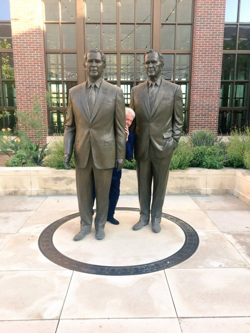 Funniest photos of Bill Clinton: Bill Clinton between the Bushes