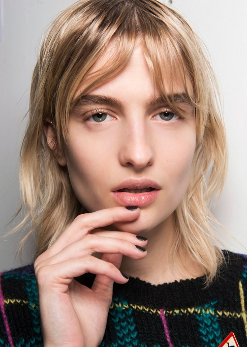 Summer Beauty Ideas For When It's Crazy-Hot | Center parted bangs