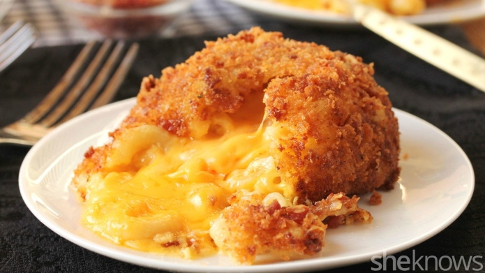 The bacon-crusted mac and cheese lava