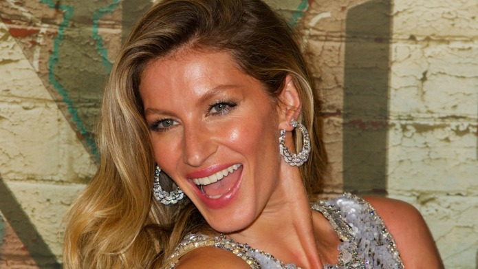 Gisele celebrates 20-year career with nude