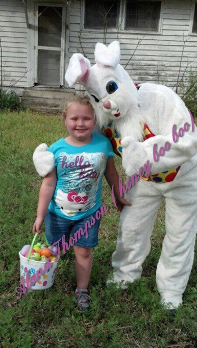 Honey Boo Boo with the Easter Bunny in April 2013