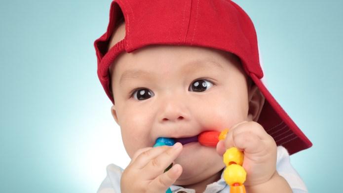 Baby teeth breaking through gums captured