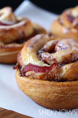 Bacon-stuffed jumbo cinnamon rolls recipe