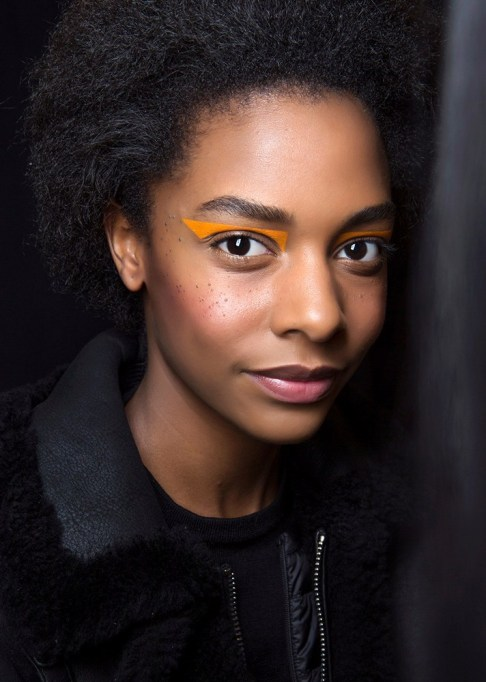 Summer Beauty Ideas For When It's Crazy-Hot | Bright, geometric liner
