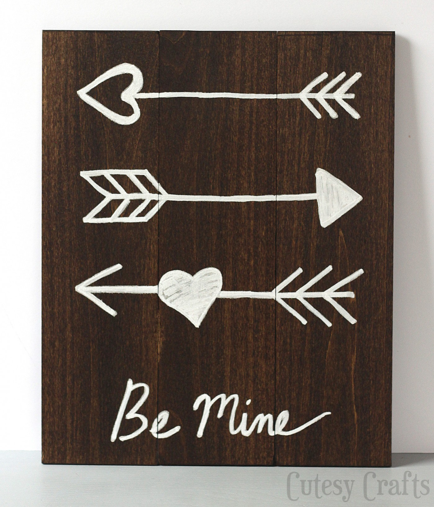 Valentine's Day Decor: Valentine's Day Arrow