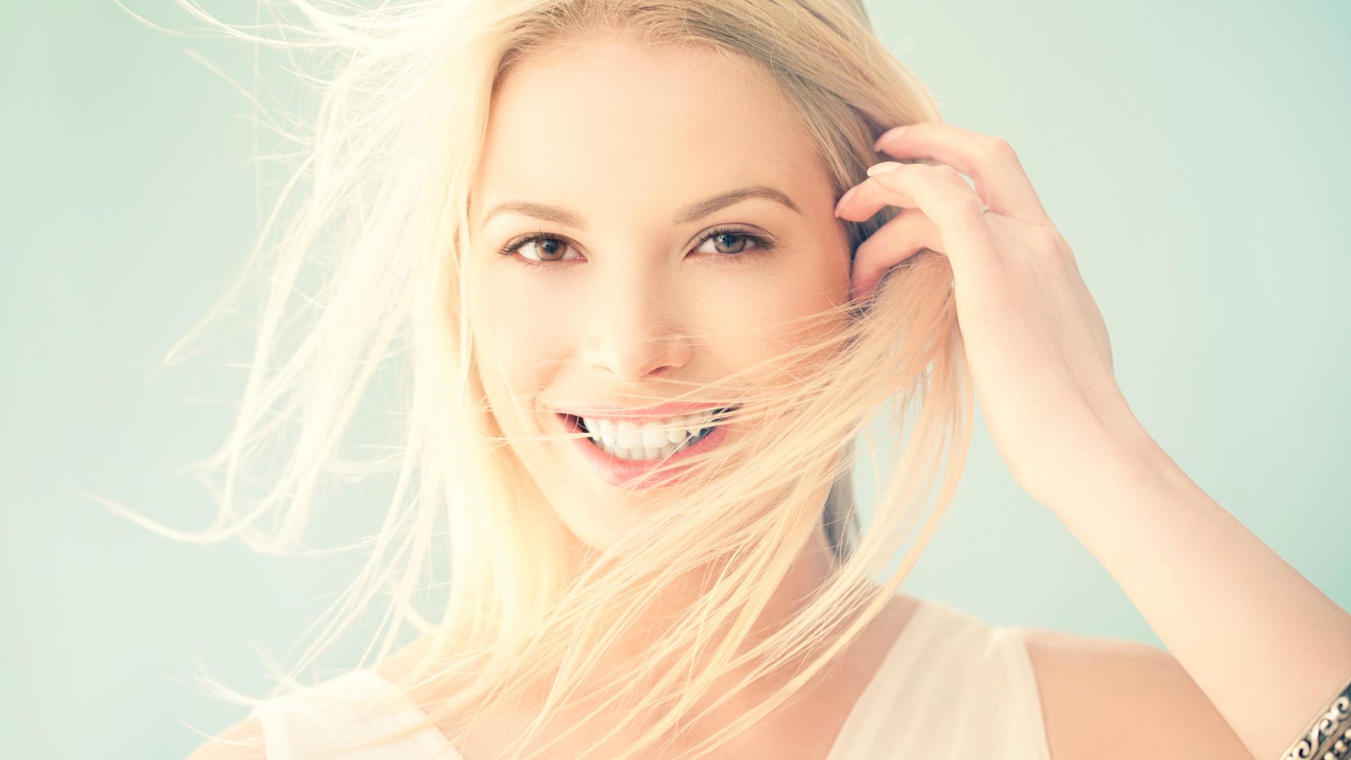 Beautiful woman smiling | Sheknows.com