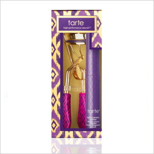 limited-edition eyelash curler and mascara duo from tarte