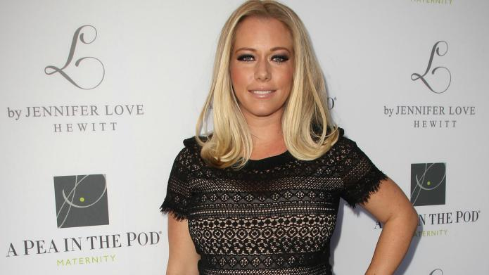 Kendra Wilkinson hits town with new