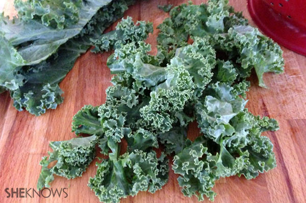 Readying the kale | Sheknows.ca - step 4