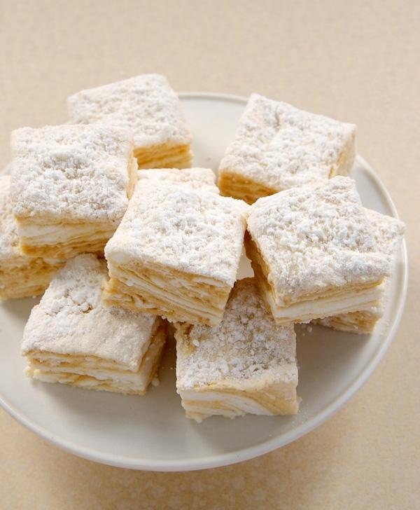 Salted caramel swirled marshmallows