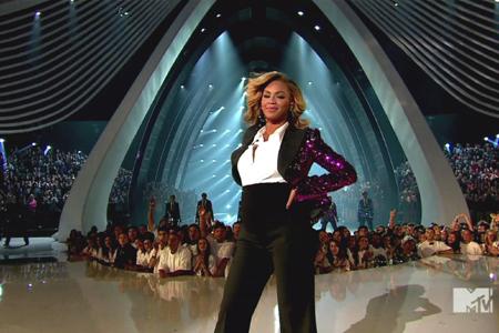 Beyonce pregnant at VMAs