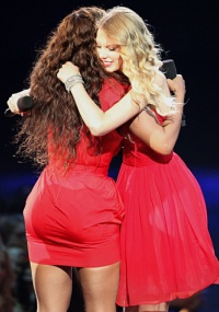 Beyonce gives Taylor her due
