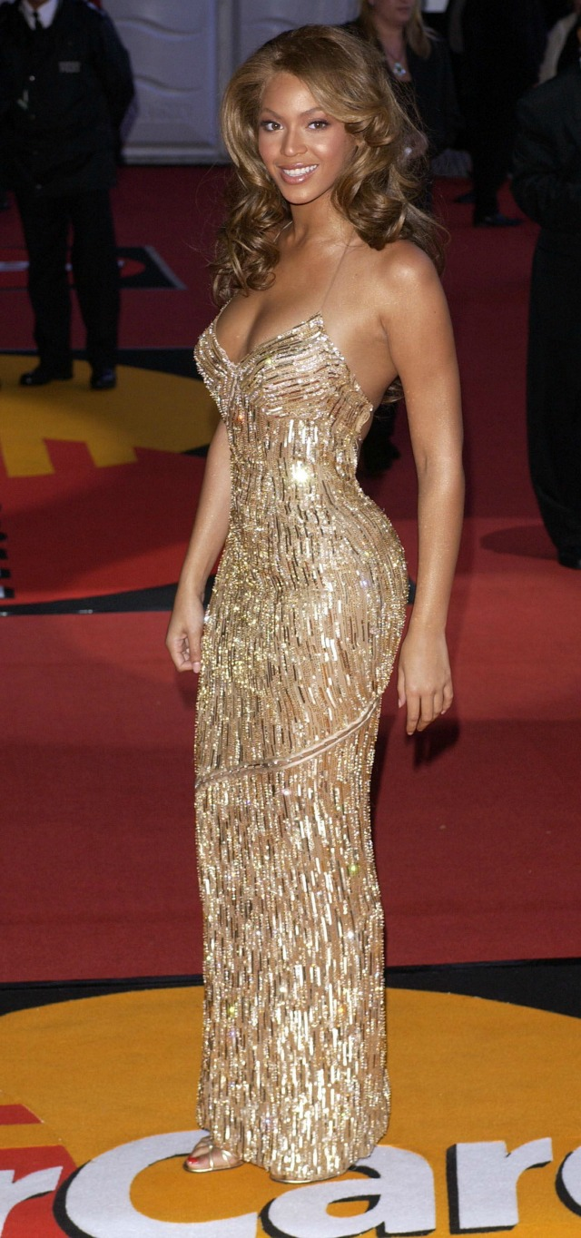 Beyonce at the BRITS 2004