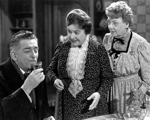 Still of Edward Everett Horton, Jean Adair, and Josephine Hull in 'Arsenic and Old Lace'