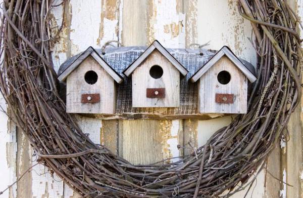 Make a country birdhouse wreath