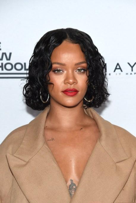 Celebrities Who Embrace Their Acne | Rihanna