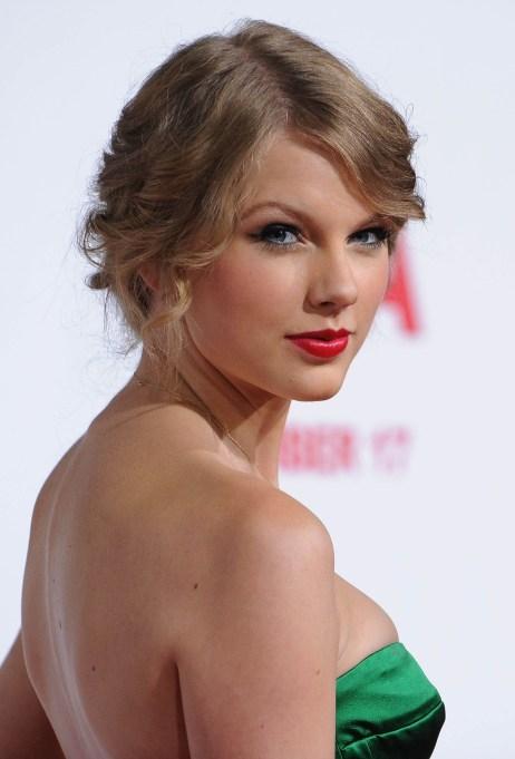 Taylor Swift green dress