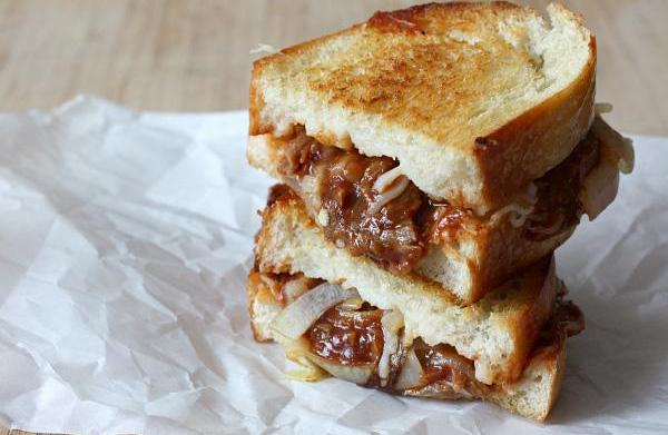 Caramelized onion and barbecued pulled pork
