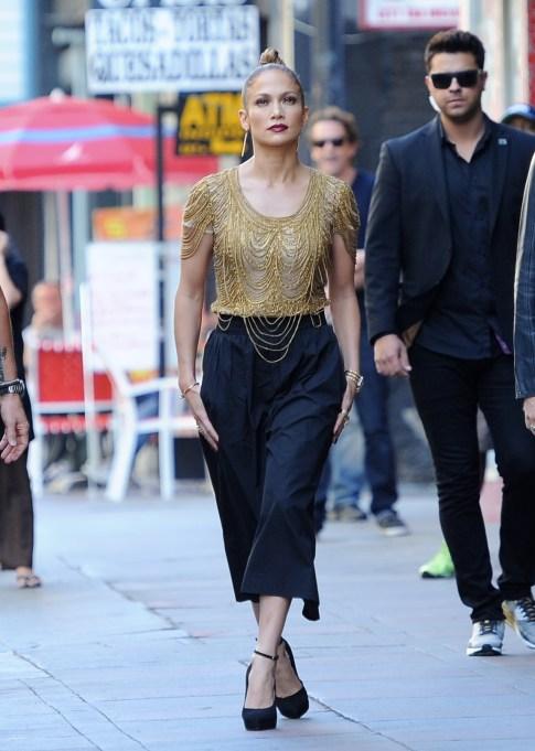 Jennifer Lopez culottes oufit