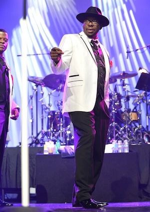 Bobby Brown sets wedding date for June in Hawaii.