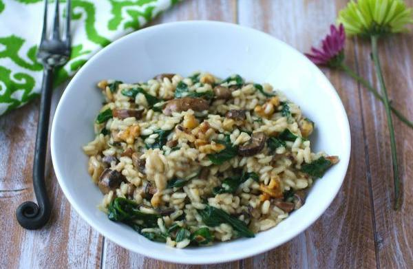 Vegan spinach and mushroom risotto with