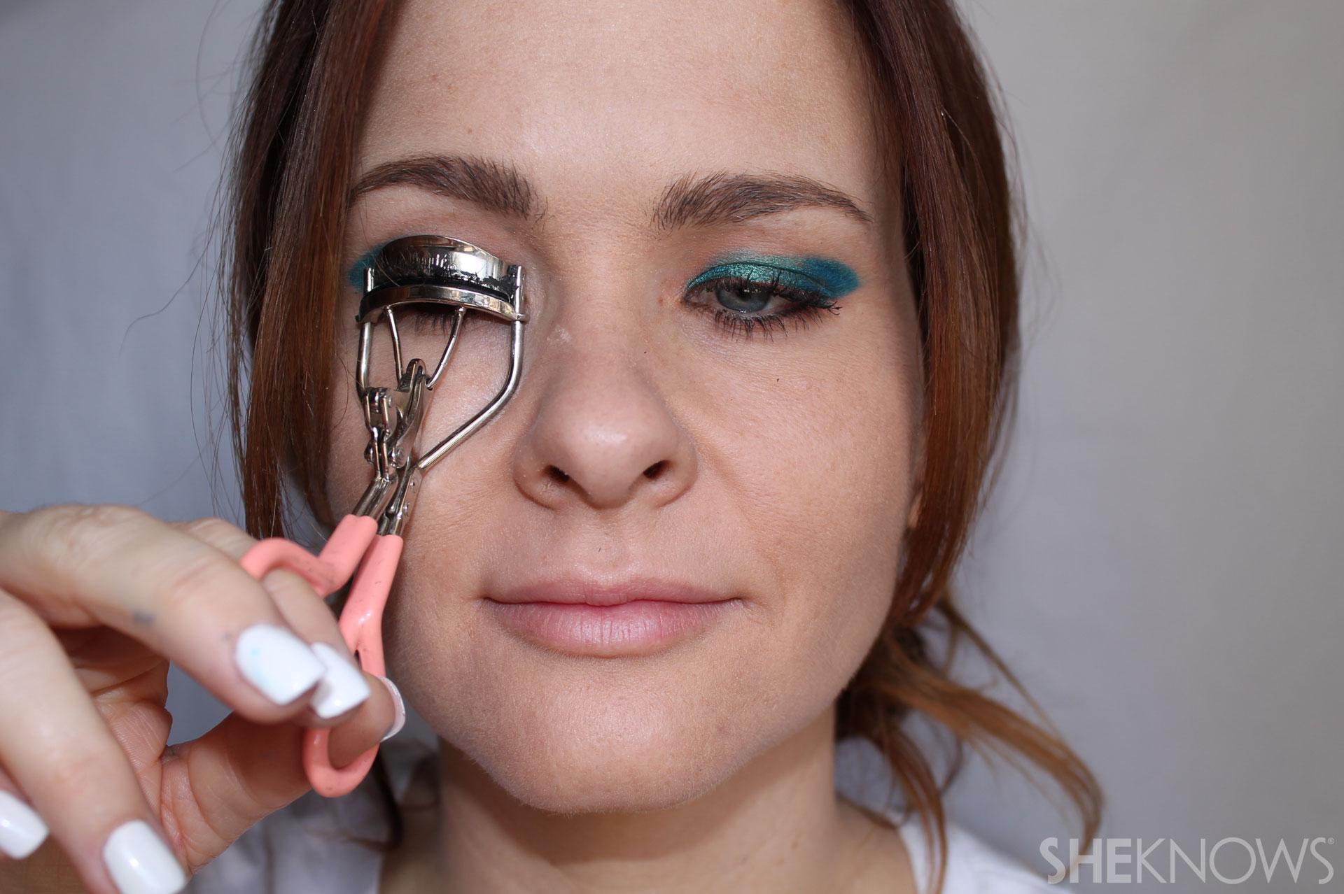 DIY Bold eyeliner: Curl lashes