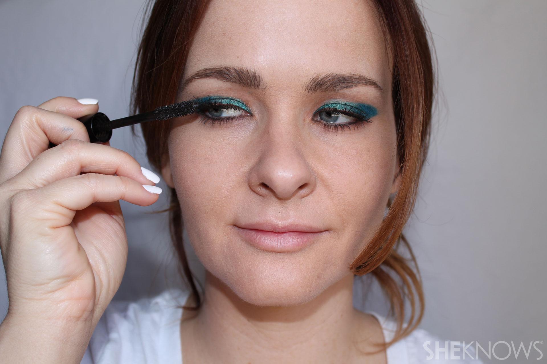 DIY Bold eyeliner: Fill in lines