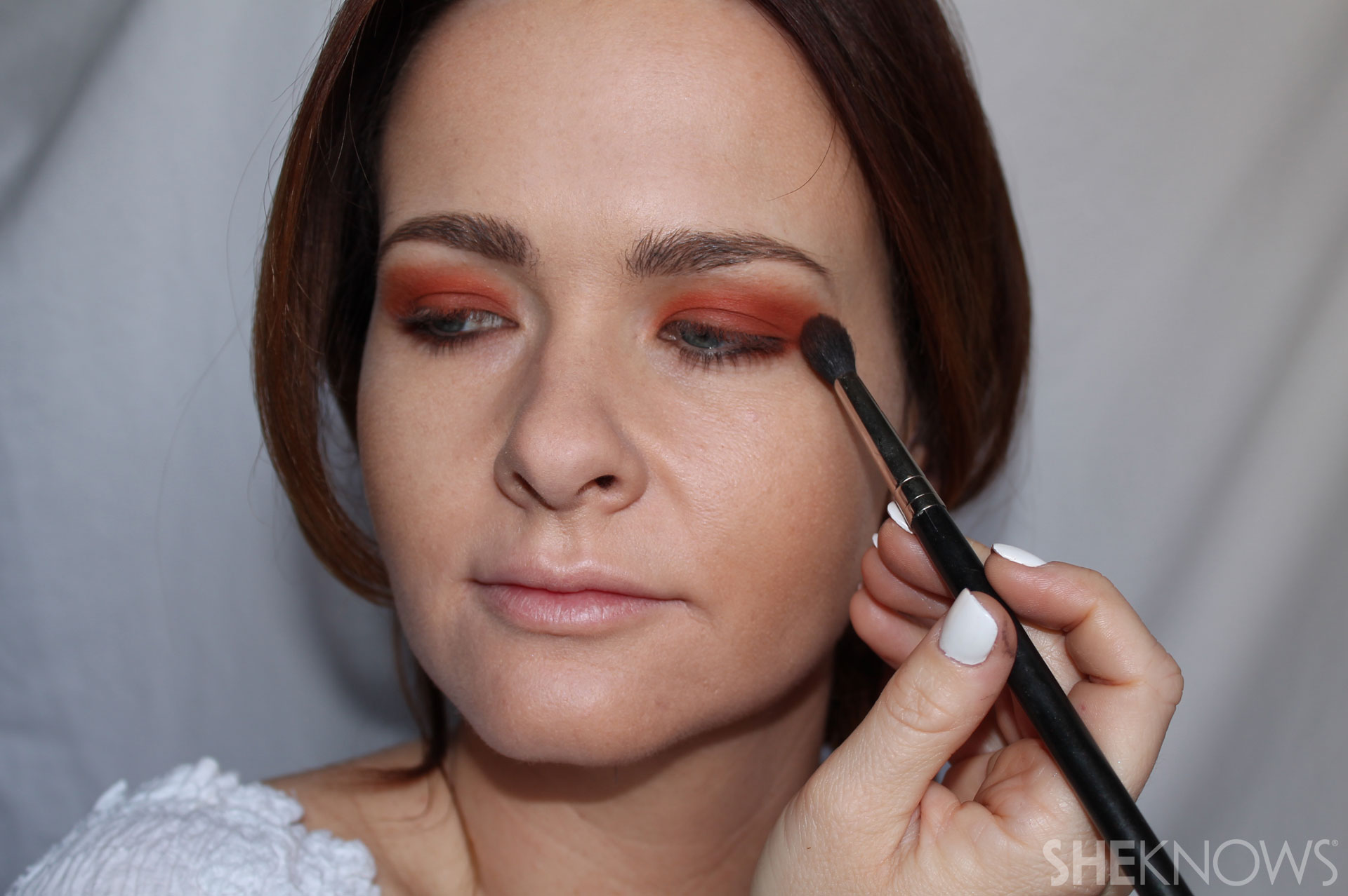 DYI bright eyeshadow: Apply under eye