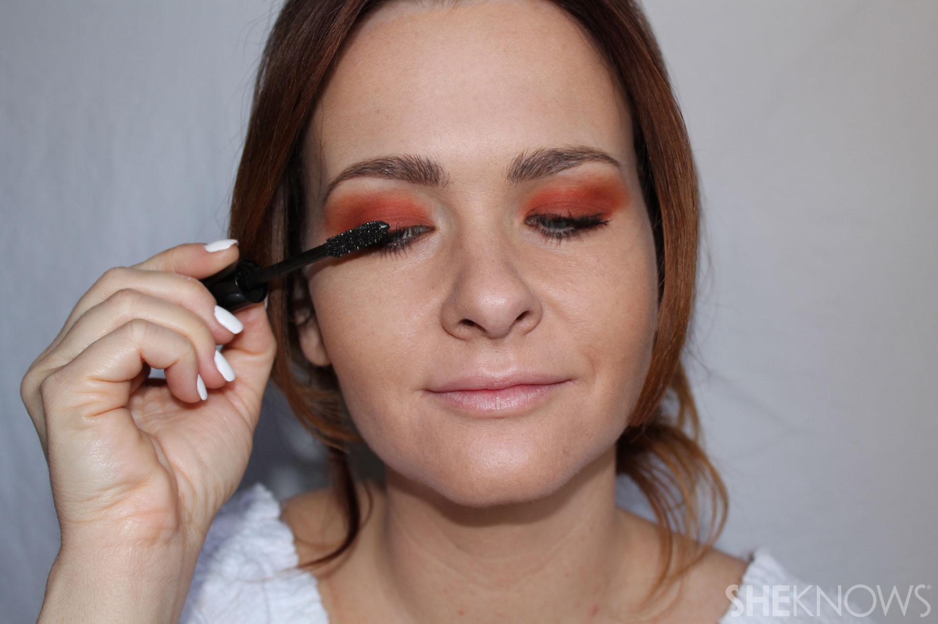 DYI bright eyeshadow: Apply mascara
