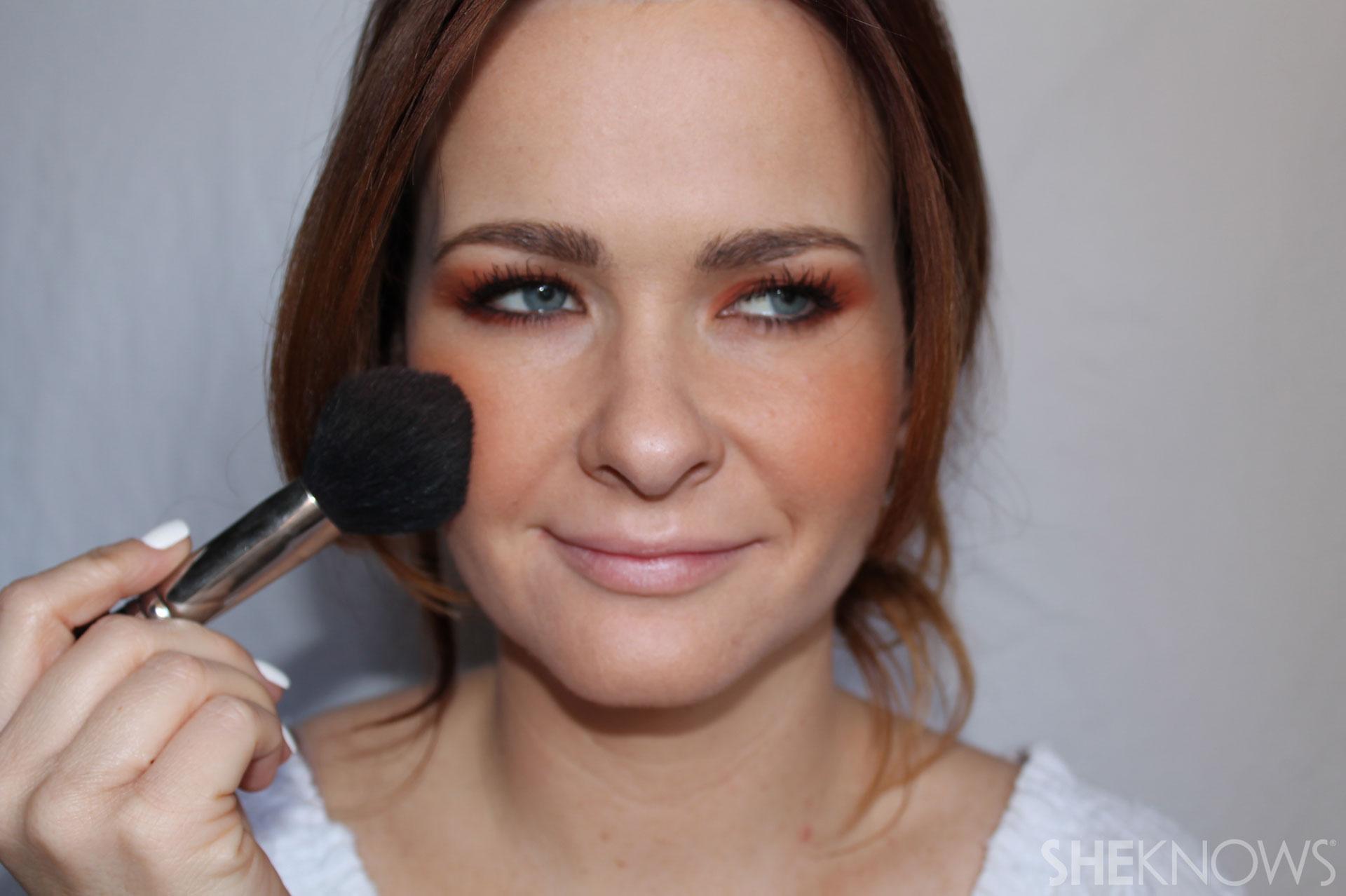 DYI bright eyeshadow: Dust on blush