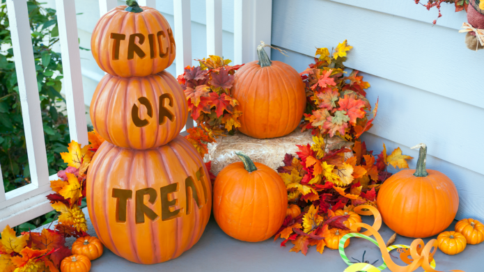 15 Halloween Porch Decorating Ideas That