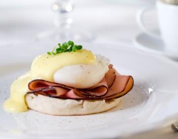 Vegan eggs Benedict