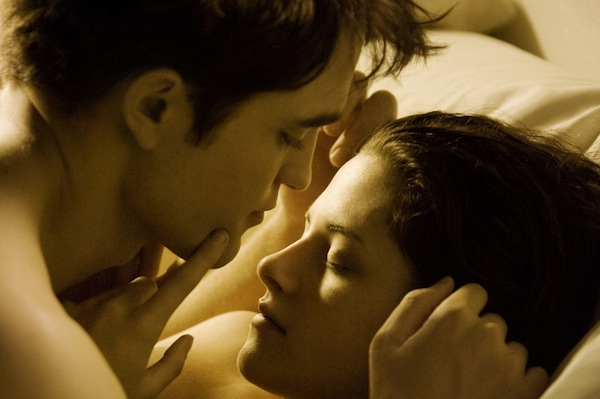 Twilight: Breaking Dawn wins the box office