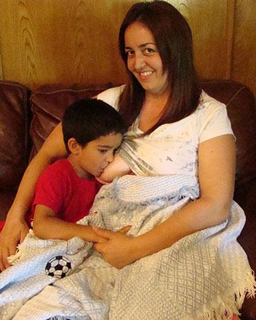 Naomi de la Torre breastfeeding her son