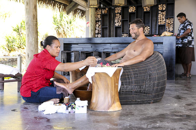 Bret LaBelle enjoys spa Reward on Survivor: Millennials Vs. Gen-X