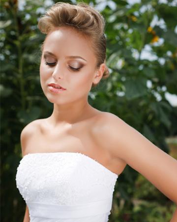Bride with smokey eye makeup