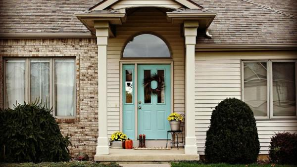 8 Front door makeovers that instantly