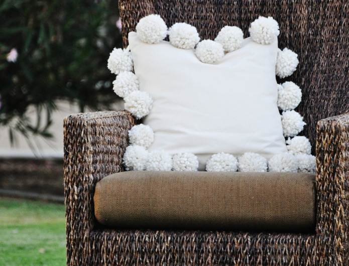 25 DIY pom pom crafts to