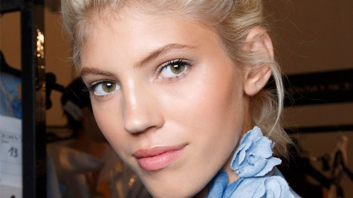 5 Easy Updos That Anyone Can