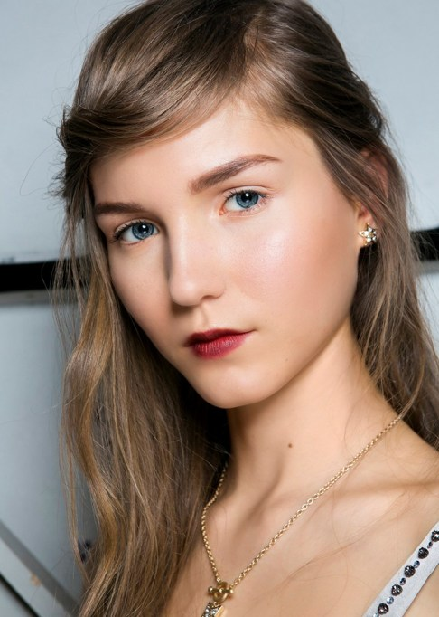 Summer Beauty Ideas For When It's Crazy-Hot | Side swept bangs