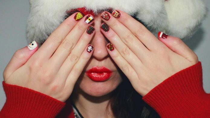 16 Coolest Christmas nail art designs
